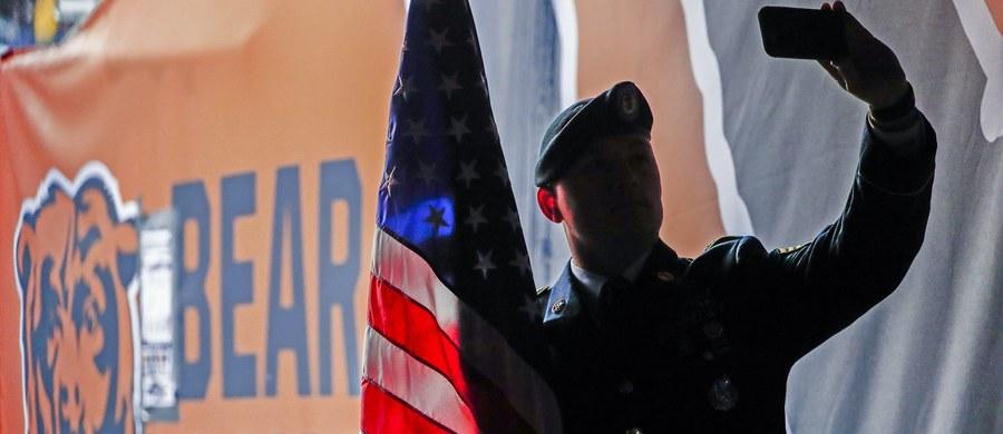 Dowództwo amerykańskich wojsk lądowych (US Army) zliberalizowało kryteria przyjmowania rekrutów. Nowe regulację pozwalają na werbowanie osób, które mają historię zaburzeń psychicznych i uzależnień.