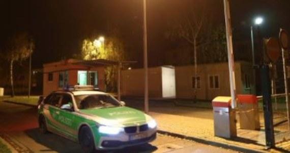Jedna osoba straciła życie, a 14 odniosło obrażenia na skutek pożaru, jaki w nocy wybuchł w ośrodku dla osób starających się o azyl w Bambergu na północy Bawarii - poinformowała niemiecka policja. Przyczyny pożaru jeszcze nie ustalono.