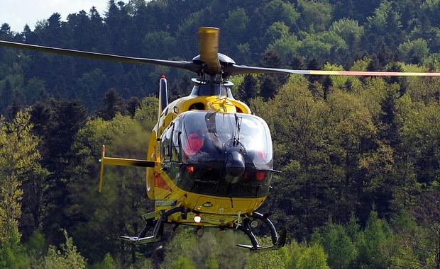 Mały chłopiec o mały włos nie doprowadził do katastrofy w czeskiej Pradze. 6-latek nie mógł spać, więc postanowił pobawić się nową zabawką - laserem. Puścił wiązkę światła w kierunku lecącego helikoptera. Laser oślepił pilota, co doprowadziło do groźnej sytuacji.