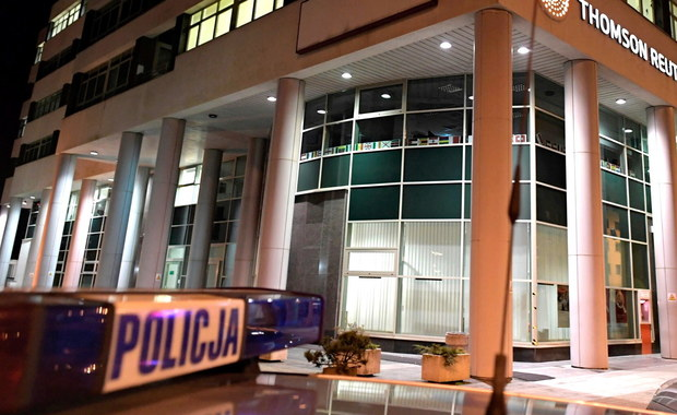 Broń, z której wieczorem padły strzały w jednej z firmy w Gdyni, należała do zatrzymanego Białorusina. Mężczyzna posiadał ją legalnie - dowiedział się reporter RMF FM. Mężczyzna przyszedł z nią do miejsca swojej pracy. Policja cały czas ustala okoliczności i przebieg zdarzenia.