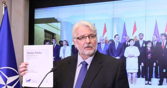 """""""Debata w PE została oparta o pogłoski rozpowszechniane być może najczęściej przez polską opozycję; jesteśmy zszokowani językiem tej debaty; niektóre z wystąpień mogłyby się kwalifikować jako mowa nienawiści"""" - powiedział szef polskiego MSZ Witold Waszczykowski. Przyjęty w środę przez PE dokument stwierdza, że sytuacja w Polsce stanowi """"jednoznaczne ryzyko poważnego naruszenia wartości, o których mowa w art. 2 traktatu o UE"""". Minister poinformował również, że """"w najbliższym czasie spotkanie premier z prezydentem Francji""""."""