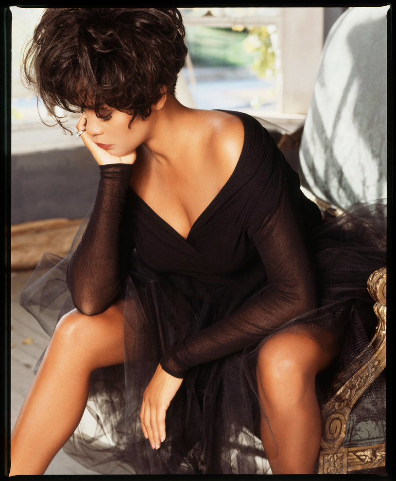"""Z okazji 25. rocznicy filmu """"Bodyguard"""" z udziałem Whitney Houston i Kevina Costnera, na półki sklepowe trafiła płyta """"I Wish You Love: More From The Bodyguard"""". Znalazły się na niej m.in. alternatywne, studyjne wersje utworów z filmu."""