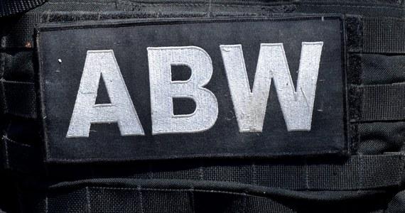 Funkcjonariusze Agencji Bezpieczeństwa Wewnętrznego zatrzymali dwie osoby podejrzane o wyłudzanie podatku VAT za pomocą tzw. karuzeli podatkowej - poinformował rzecznik prasowy ministra koordynatora służb specjalnych Stanisław Żaryn. Jerzy B. i Tomasz W. byli członkami zorganizowanej grupy przestępczej.