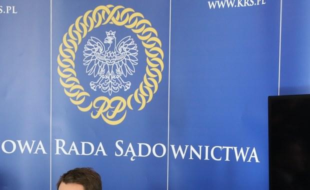 Było spotkanie w Krajowej Radzie Sądownictwa z przedstawicielami ambasady Niemiec - poinformował PAP rzecznik KRS Waldemar Żurek. Podkreślił, że członkowie KRS-parlamentarzyści PiS, którzy wystąpili o pisemną informację w tej sprawie, otrzymają ją na piśmie i w pierwszej kolejności.