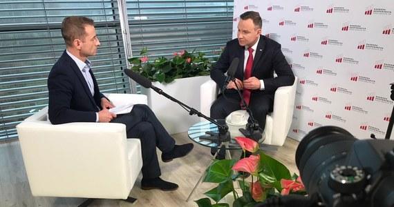 """""""Nie pozwolę, żeby tego typu metody były stosowane wobec moich współpracowników. Oni mają prawo mieć swoje zdanie, swoją opinię, nawet krytyczną"""" – tak w specjalnej rozmowie w RMF FM mówił o działaniach szefa MON wobec gen. J. Kraszewskiego prezydent Andrzej Duda. W rozmowie z naszym dziennikarzem zapewnił także, że według niego wypracowano już porozumienie ws. KRS i SN."""
