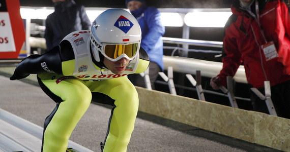 Kamil Stoch uzyskał 122 m i zajął piąte miejsce w kwalifikacjach do niedzielnego, pierwszego w sezonie indywidualnego konkursu Pucharu Świata w skokach narciarskich w Wiśle-Malince. Kwalifikacje wygrał Austriak Stefan Kraft - 126,5 m. W pierwszej serii wystąpi siedmiu Polaków. Piotr Żyła, Dawid Kubacki, Maciej Kot, Kamil Stoch - w takiej kolejności wystąpią Polacy w sobotnim konkursie drużynowym Pucharu Świata w skokach narciarskich w Wiśle-Malince - zdecydował trener Stefan Horngacher.