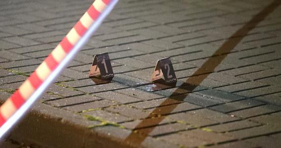 Policjanci zatrzymali napastnika, który zaatakował dziś w Stalowej Woli 29-letniego mężczyznę. Ten - w stanie ciężkim - trafił do szpitala.