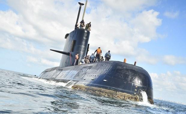 Ostatni sygnał został wysłany z pokładu wojskowego okrętu podwodnego ARA San Juan w środę. Od tamtej pory nie ma z nim kontaktu. Los 44-osobowej załogi jest nieznany. Na jego poszukiwanie wyruszyła flota argentyńska, wspomagana przez Amerykanów, Brytyjczyków i Chilijczyków.