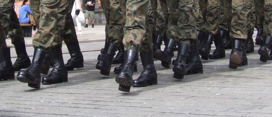 """W poniedziałek rozpocznie się doroczne ćwiczenie 11 Lubuskiej Dywizji Kawalerii Pancernej pod kryptonimem """"Borsuk"""". Weźmie w nim udział ponad 3 tysiące żołnierzy, w tym pododdziały amerykańskiej 2 Pancernej Brygadowej Grupy Bojowej (ABCT) stacjonującej w Żaganiu."""