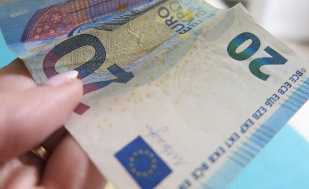 Kraje Unii Europejskiej i Parlament Europejski porozumiały się w nocy z piątku na sobotę w sprawie unijnego budżetu na 2018 rok. Zobowiązania w budżecie ustalono na 160,1 mld euro, a płatności na 144,7 mld euro.