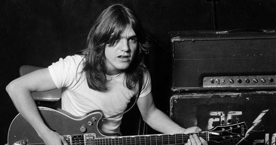 Smutna informacja dla miłośników mocniejszego brzmienia. Nie żyje Malcolm Young, gitarzysta i jeden z założycieli kultowego zespołu AC/DC. Muzyk miał 64 lata.