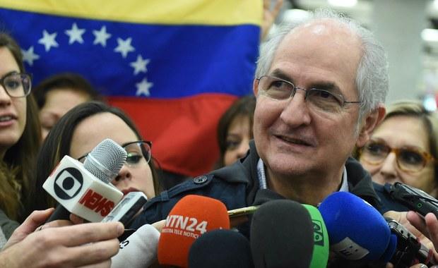 """Prawdziwie """"filmowa"""" ucieczka z kraju usuniętego ze stanowiska burmistrza Caracas 62-letniego lidera opozycyjnego Antonio Ledezmy, który przebywał od 2015 roku w areszcie domowym, jest od piątku głównym wydarzeniem politycznym w Wenezueli."""