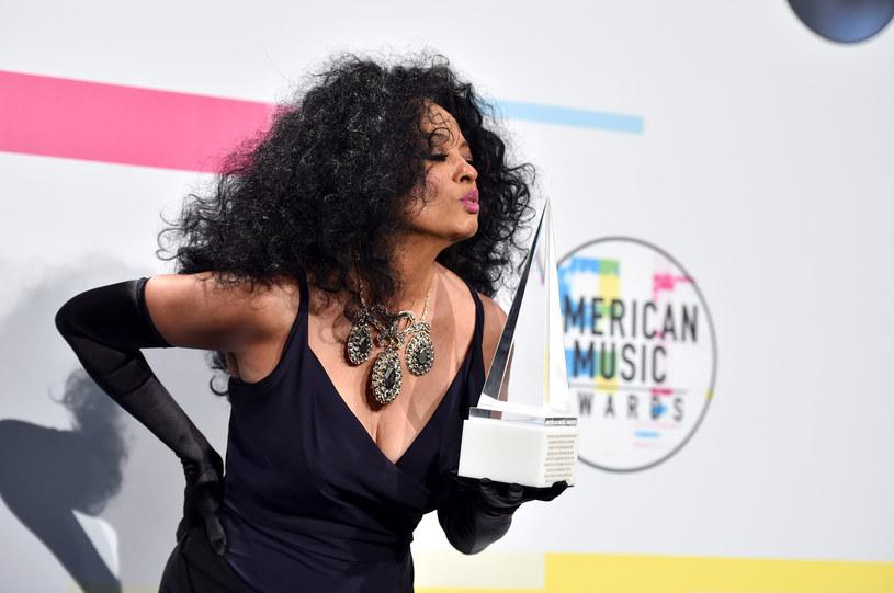 W niedzielę wieczorem (19 listopada) poznaliśmy laureatów American Music Awards - najważniejszą statuetkę dla artysty roku odebrał Bruno Mars.
