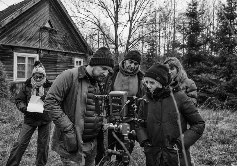 """Zakończyły się zdjęcia do najnowszego filmu w reżyserii Claire Denis częściowo realizowanego w Polsce. """"High Life"""" jest nie tylko anglojęzycznym debiutem reżyserki tak ważnych dla kinematografii obrazów jak """"Czekolada"""" oraz """"Piękna praca"""", jest również jej pierwszym dramatem utrzymanym w konwencji science-fiction."""