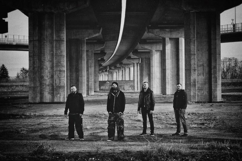 Peter Tägtgren, uznany szwedzki muzyk i producent, stanął w obronie muzyków Decapitated, którzy USA czekają na rozpoczęcie procesu w sprawie o gwałt na fance.