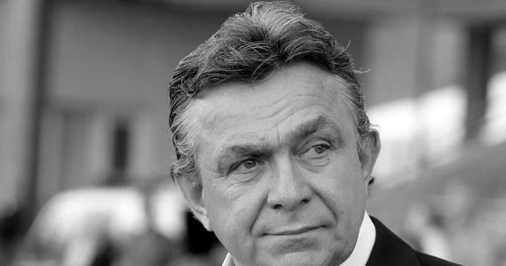 """""""Janusz Wójcik był fajnym człowiekiem jako trener. Był osobowością. Nie pozwolił sobie w kaszę dmuchać. Miał zawsze rację""""  - tak zmarłego dziś trenera Janusza Wójcika wspomina jego były podopieczny, Piotr Świerczewski.  """"Nie bał się wyzwań i nie bał się mówić prawy o tym, jakie w życiu błędy popełnił"""" - dodaje w rozmowie z reporterem RMF FM Pawłem Pawłowskim. """"On zawsze był duszą towarzystwa i trzymał drużynę w garści. Mieliśmy świetnego wodza"""" - podkreśla."""
