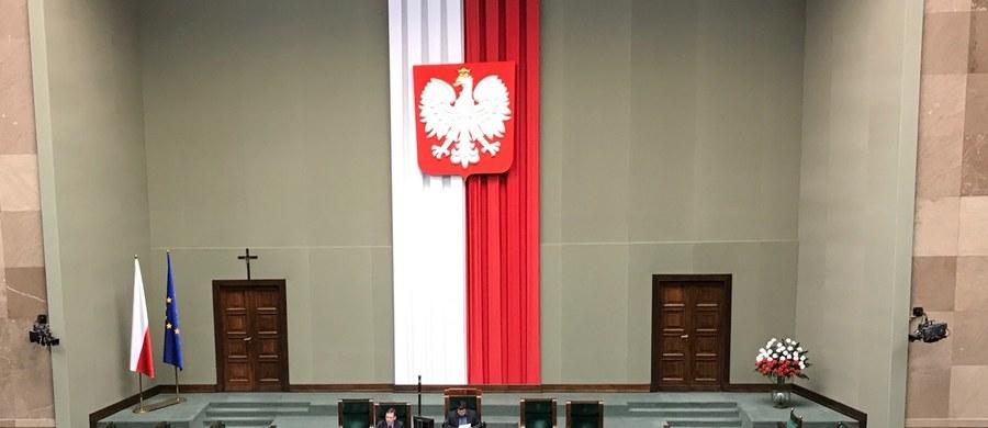 Na środę zaplanowano w Sejmie pierwsze czytanie prezydenckich projektów ws. Krajowej Rady Sądownictwa i Sądu Najwyższego - wynika z zamieszczonego na stronie izby wstępnego harmonogramu obrad. Według harmonogramu, Sejm zajmie się prezydenckim projektem ustawy o SN w godzinach 17.45 - 19.15, a prezydenckim projektem nowelizacji ustawy o KRS - w godzinach 19.15 - 20.45.  Izba zajmie się też projektem nowelizacji ustawy o KRS, złożonym przez posłów PO.