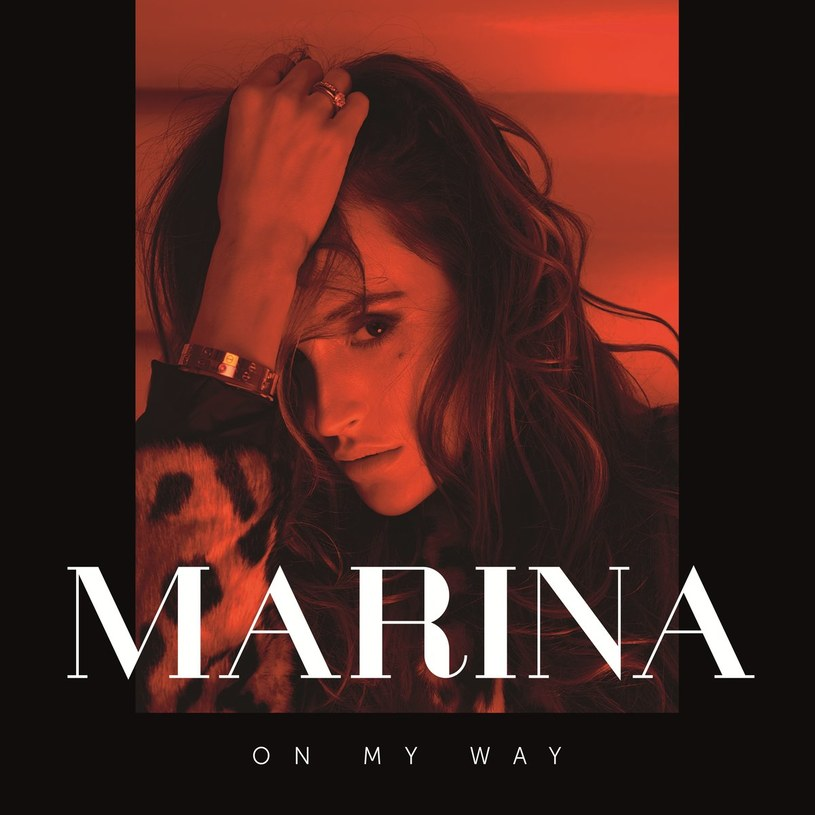 """Nawet jeżeli patrzycie na Marinę Łuczenko-Szczęsną głównie jako żonę znanego bramkarza, po przesłuchaniu """"On My Way"""" dostrzeżecie w jej muzycznym alter-ego popową piosenkarkę z prawdziwego zdarzenia. Ba, wręcz idealny mainstreamowy produkt eksportowy."""