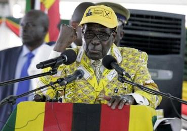 """""""Okrzyki dzikiej radości"""" w Zimbabwe. Robert Mugabe ustąpił po 37 latach z urzędu prezydenta"""
