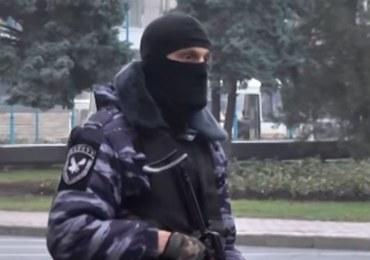 Ługańsk: Separatyści w konflikcie, rosyjskie czołgi na granicy. Zwołano gabinet wojenny