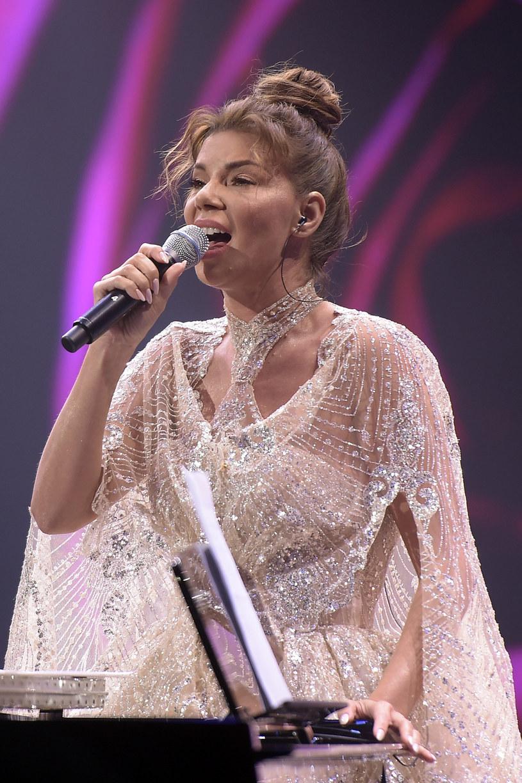Podczas Róż Gali na scenie pojawiła się Edyta Górniak, która oddała hołd zmarłemu w maju Zbigniewowi Wodeckiemu.