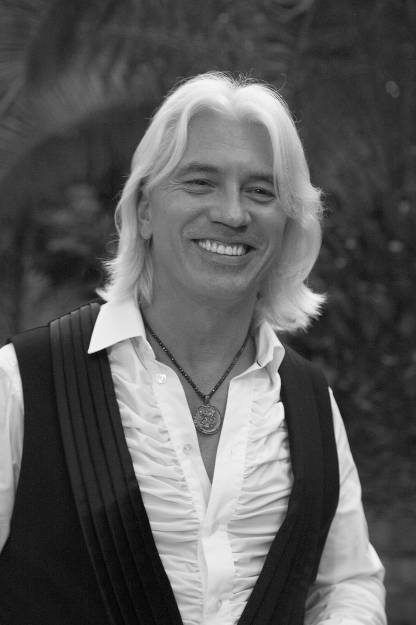 - Jeden z najbardziej znanych na świecie śpiewaków operowych, baryton, Dmitrij Chworostowski zmarł w nocy z wtorku na środę w Londynie w wieku 55 lat - podały w środę media rosyjskie. Artysta walczył z chorobą nowotworową, w 2015 roku wykryto u niego guza mózgu.