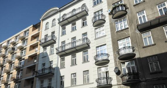Komisja weryfikacyjna uchyliła decyzję o reprywatyzacji Nowogrodzkiej 6a. Kamienicę wraz z lokatorami przejęła spółka Jowisz, która odkupiła prawa do niej po jej zreprywatyzowaniu na rzecz spadkobierców właścicieli.