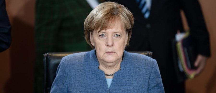 """W Niemczech od kilku miesięcy trwa polityczny pat. Niekwestionowana liderka, kanclerz Angela Merkel, nie zdołała doprowadzić do utworzenia koalicji CDU z Partią Zielonych i liberałami z FDP. """"Jamajka"""" - jak określa się potencjalny sojusz w Berlinie - była od wyborów przedmiotem trudnych negocjacji. W weekend zakończyły się fiaskiem."""