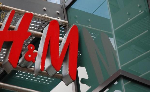 Firma odzieżowa H&M co roku spala kilka ton nowych ubrań w miejskich systemach grzewczych w Szwecji - do takich informacji dotarli dziennikarze śledczy szwedzkiej telewizji SVT.