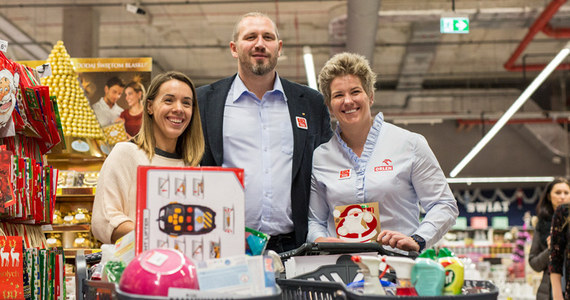 Mistrzowie olimpijscy wspierają Szlachetną Paczkę. Anita Włodarczyk, Magdalena Fularczyk-Kozłowska i Tomasz Majewski spotkali się w poniedziałek, 20 listopada, by wspólnie przygotować paczkę z dedykowaną pomocą dla jednej z tysięcy potrzebujących rodzin.