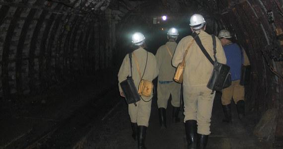 Wstrząs w kopalni Wesoła w Mysłowicach. Doszło do niego około godziny trzeciej nad ranem. Według ostatnich informacji dziewięciu górników jest poszkodowanych - informuje reporter RMF FM Marcin Buczek.