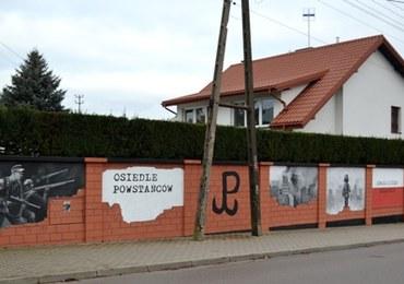 Patriotyczny mural z niemieckimi zbrodniarzami. Gmina Łomianki przeprasza