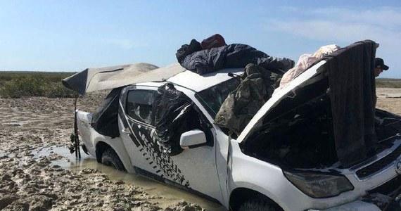 Dwóch mężczyzn utknęło na pięć dni na australijskim odludziu, zanim dotarła do nich pomoc. Noce spędzali na dachu swojego auta w obawie przed przypływem oraz… krokodylami.