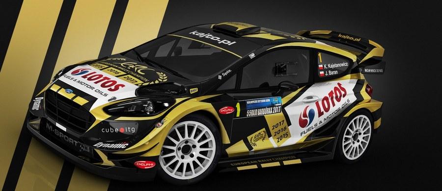 """Kajetan Kajetanowicz pojedzie za tydzień w Rajdzie Barbórka Fordem Fiestą WRC. Trzykrotny Mistrz Europy po raz pierwszy usiądzie za kierownicą najmocniejszego rajdowego samochodu. """"Cieszę się jak dziecko, choć wiem, że akurat w tym rajdzie ten samochód nie będzie mógł pokazać pełni możliwości"""" – mówi """"Kajto"""" w rozmowie z RMF FM."""