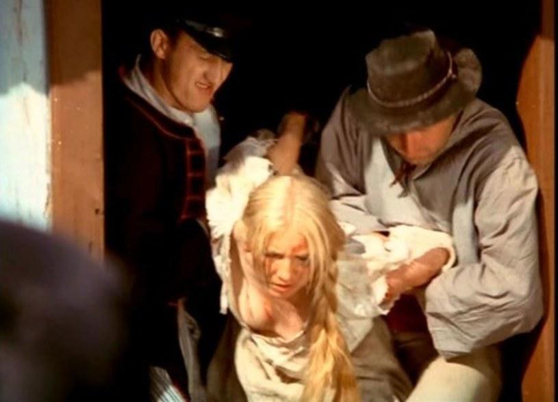 """Plejada wybitnych aktorów, setki statystów i oryginalnych kostiumów, 12 miesięcy zdjęć. Efektem był film kinowy i 13-odcinkowy serial """"Chłopi"""". Oba uznane zarówno przez widzów, jak i krytyków, za arcydzieła. W niedzielę, 26 listopada, mija dokładnie 45 lat od premiery serialu Jana Rybkowskiego."""
