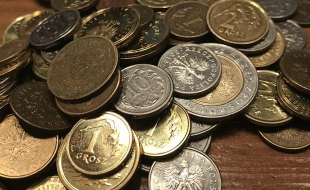 Dwadzieścia groszy wynosi jedna z najniższych emerytur wypłacanych na Dolnym Śląsku. Otrzymuje ją mieszkaniec Wrocławia, którego świadczenia wyliczono jedynie ze składek zewidencjonowanych od jednej umowy zlecenia trwającej trzy miesiące. Na przeciwległym biegunie - emerytura sięgająca szesnastu tysięcy złotych brutto.