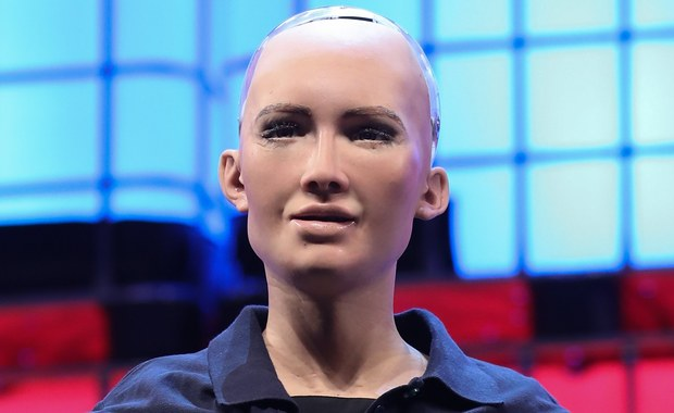 Sophia to pierwszy humanoidalny robot, który otrzymał obywatelstwo w Arabii Saudyjskiej. Android chciałby w przyszłości, by maszyny też mogły mieć rodzinę i przyjaciół. Sophia marzy o córce oraz posadzie ambasadora wiedzy w fundacji premiera Zjednoczonych Emiratów Arabskich.