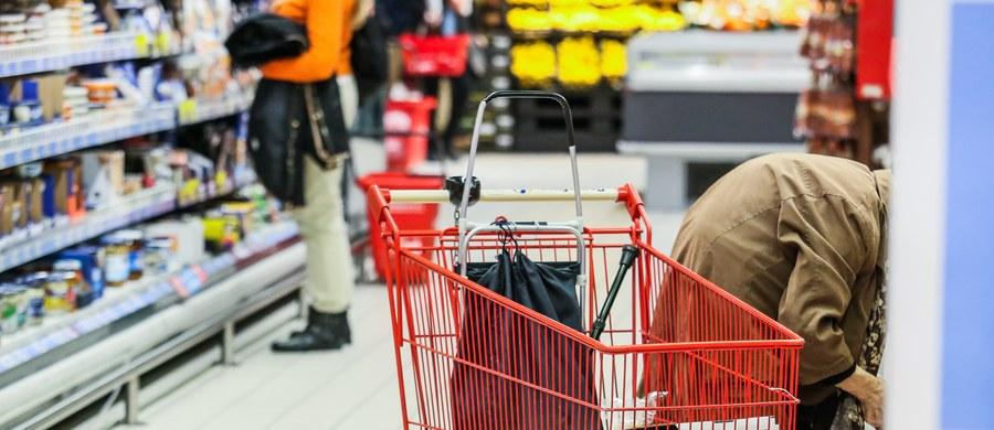 Stopniowe wprowadzanie zakazu handlu w niedziele to całkiem ciekawa wersja; będzie można obserwować, jak to działa na gospodarkę, na przedsiębiorców, na sytuację konsumentów - ocenił w TVN24 prezydent Andrzej Duda. Ustawę o ograniczeniu handlu w niedzielę przyjął w piątek Sejm.