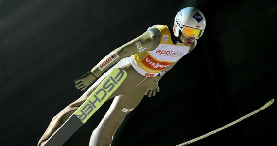Dawid Kubacki zajął ósme miejsce w drugim w sezonie 2017/18 indywidualnym konkursie Pucharu Świata w skokach narciarskich w fińskim Kuusamo. Zwyciężył Słoweniec Jernej Damjan, który nie startował w inauguracyjnych zawodach w Wiśle.