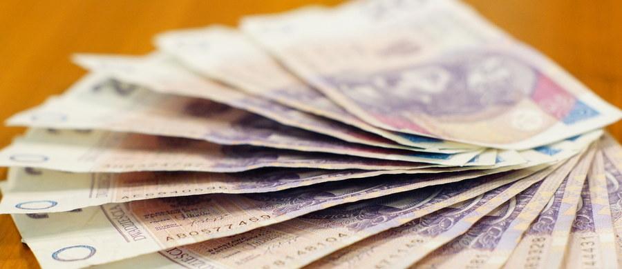 """Państwo planuje przez dziesięć lat wydać 30 mld na reprywatyzację. Dodatkowe pieniądze mają dać samorządy - pisze """"Rzeczpospolita""""."""
