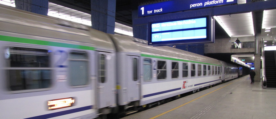 Poranny pociąg Intercity relacji Kraków - Warszawa zatrzymany z powodu... wszy dwojga pasażerów! Jak dowiedział się reporter RMF FM, kierownik pociągu zdecydował o zatrzymaniu składu i w reakcji na skargi podróżujących wezwał policję.