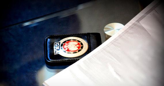 Przeszukania w Sądzie Rejonowym w Olkuszu w Małopolsce. Jak dowiedział się reporter RMF FM, to kolejny etap działań agentów Centralnego Biura Antykorupcyjnego, którzy rano zatrzymali 10 osób w śledztwie dotyczącym wyłudzeń z Sądu Apelacyjnego w Krakowie.