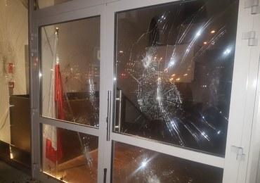 Ośrodek muzułmański w Warszawie zdewastowany. Ktoś w nocy obrzucił budynek kamieniami