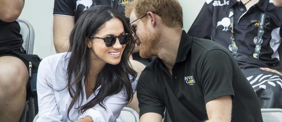 Książę Harry jest już zaręczony. Jego wybranką jest amerykańska aktorka Meghan Markle. To co do tej pory było tylko plotką z życia wyższych sfer, zostało oficjalnie potwierdzone przez Pałac Kensington. Ślub jest planowany na wiosnę przyszłego roku – poinformował ojciec przyszłego pana młodego, książę Karol.