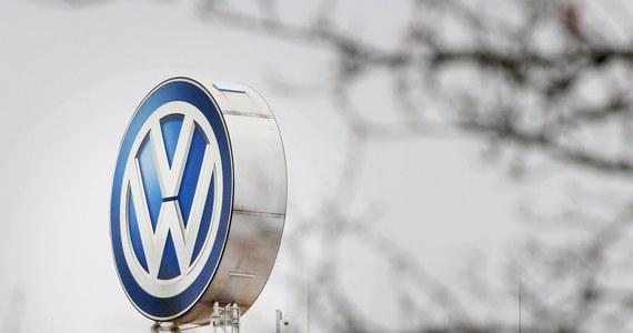 Samochody powstały w Niemczech, tam powstała szkoda i tam należy składać pozwy o odszkodowanie: warszawski sąd okręgowy odrzucił pozew zbiorowy 50 właścicieli samochodów koncernu Volkswagen, których silniki oszukiwały normy emisji spalin. Uznał, że nie ma podstaw prawnych do rozpatrzenia pozwu w Polsce.