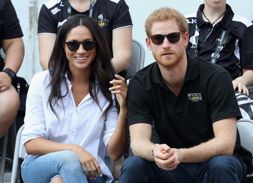 Piąty w kolejności do brytyjskiego tronu książę Harry zaręczył się z amerykańską aktorką Meghan Markle - poinformowano w poniedziałek w oświadczeniu Clarence House, dworu księcia Walii Karola, ojca przyszłego pana młodego. Ślub ma odbyć się wiosną 2018 roku.