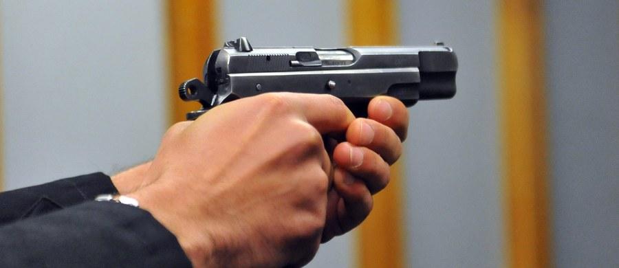 Austriackie władze ogłosiły, że gangster oskarżony o zabicie 60 osób, nie może wrócić do Rosji. Jego prawnicy mówią, że ich klient cierpi na aerofobię, czyli lękiem przed lataniem.