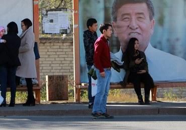 Kirgistan: Szkoły wysyłają uczennice do ginekologa. Chcą ustalić, czy są dziewicami