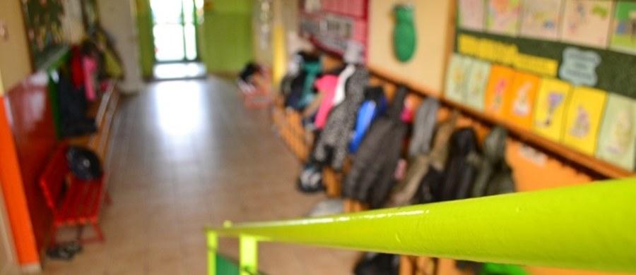 """Najwyższa Izba Kontroli wytyka błędy w """"Cyfrowej Szkole"""". Rządowy program za ponad 60 milionów złotych nie doprowadził do cyfryzacji szkół, a kilkadziesiąt e-podręczników i kilka tysięcy elektronicznych pomocy naukowych cieszy się niewielkim zainteresowaniem - alarmuje NIK."""