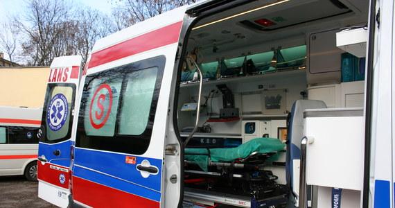 6 osób, w tym dwoje dzieci zatruło się tlenkiem węgla w Krakowie. Wszystkie osoby są przytomne, trafiły do szpitala.